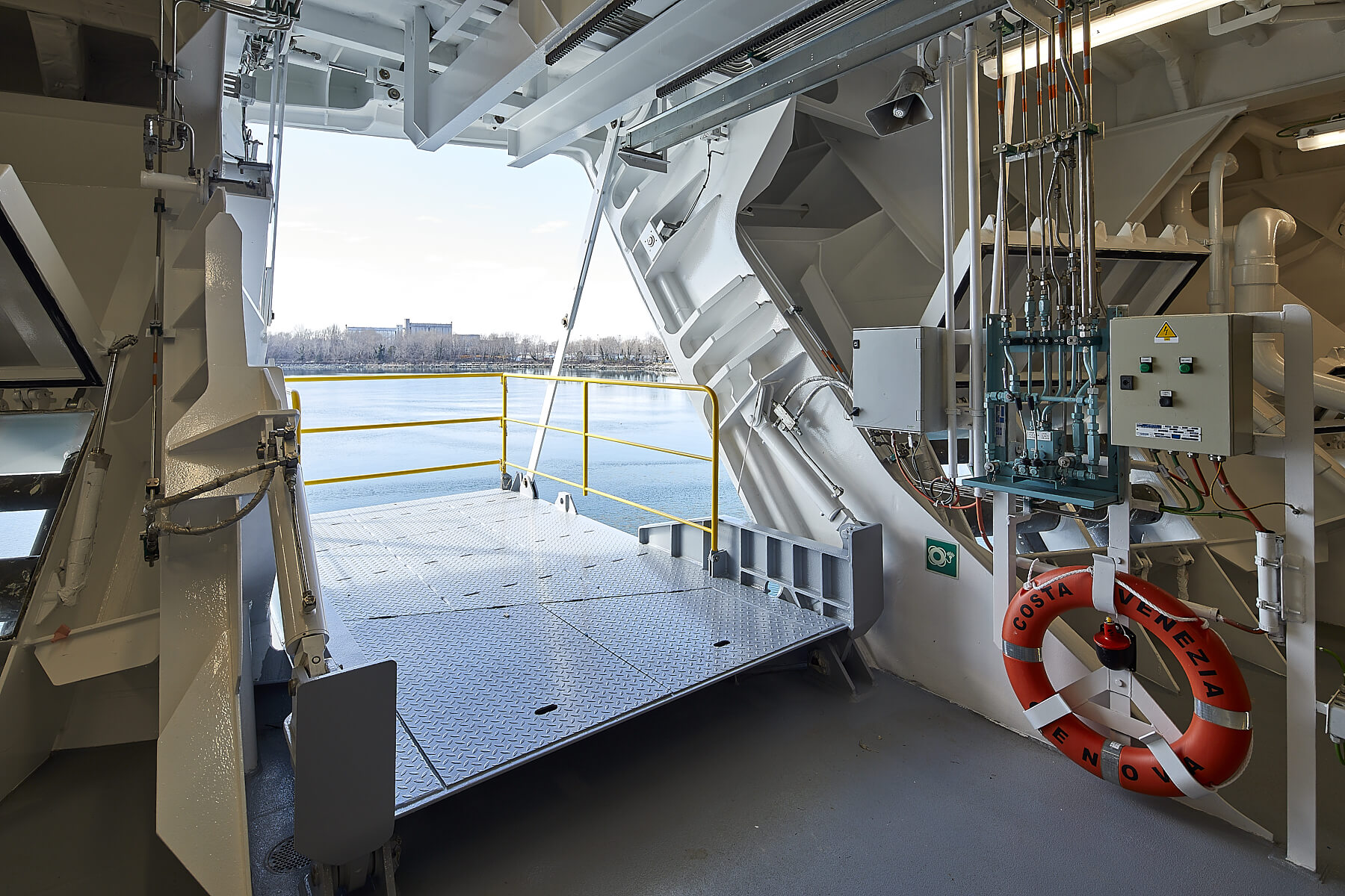 Side Doors and Access for cruise - Navim Group